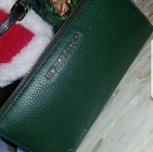 NWT Micheal Kors Wallet Free gifts with purchase!